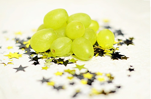 12 grapes