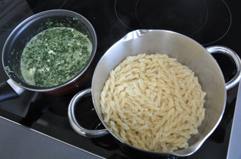 macaroni spinach and Greek cheese and garlic