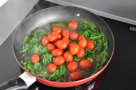 spinach and snack tomatoes